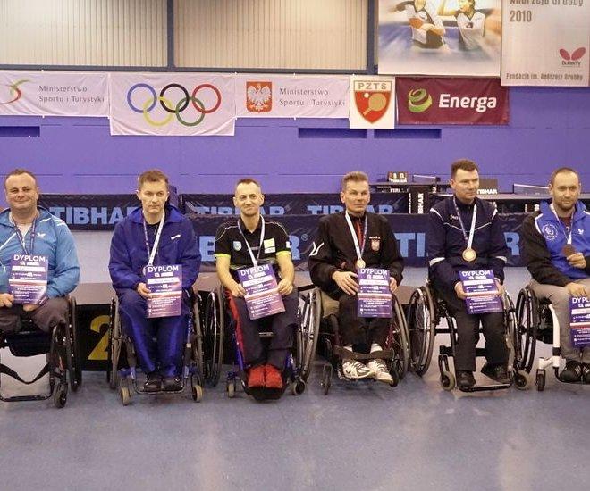 Maciej NALEPKA – złoty medal, Krzysztof ŻYŁKA – srebrny medal, Janusz CHAMOT - brązowy medal debel wózki klasa 1-5