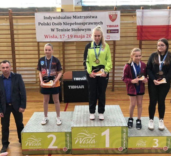 Debiutantka 11 letnia Magdalena Pawłasek Wicemistrzyni Polski do lat 23 w singlu kobiet klas 6-10