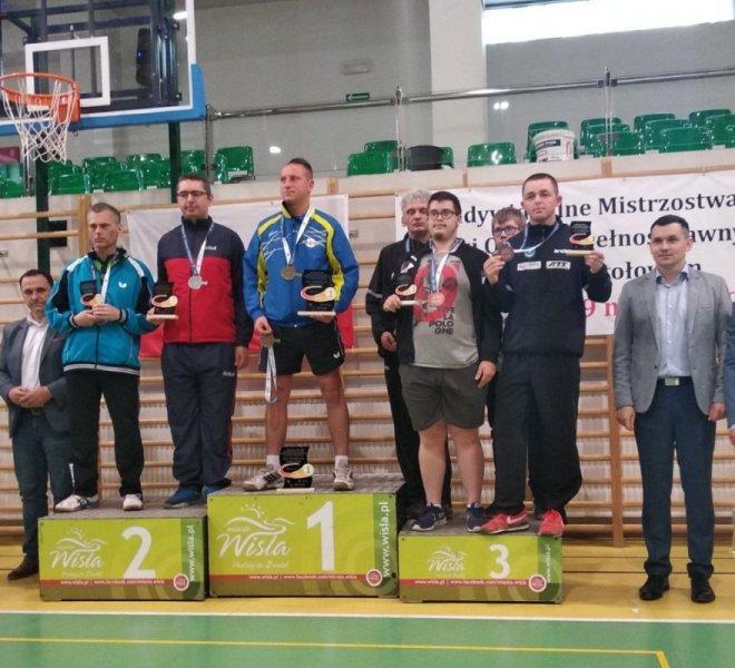 Jerzy Zajdel brązowy medalista w deblu w klasie 11 z debiutantem Pawłem Demkowiczem.