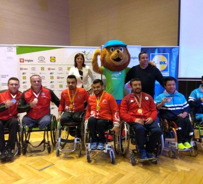 Medaliści drużyna klasa 4 b